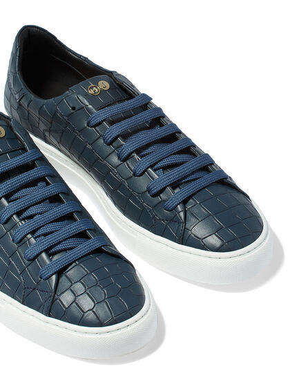 Essence Low Top Sneaker