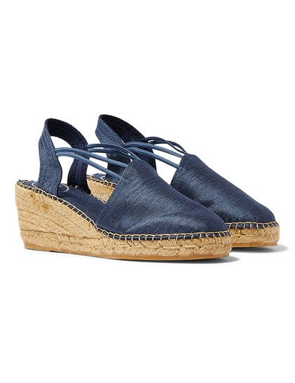 Easy Slip-On With Elastic Straps For A Comfortable Fit The Upper Is Made Of Textile