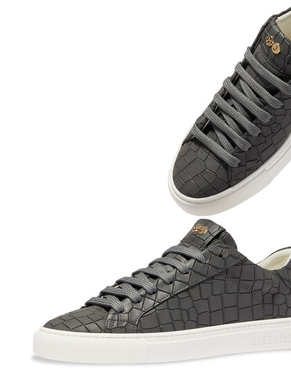 Low Top Sneaker - Essence Black White
