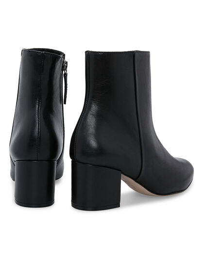Slim Black Boot